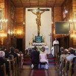 Drewniany kościół św Antoniego w Starej Miłośnie - zdjęcia ślubne